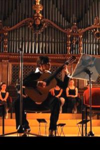 Flavia Pasqui - chitarra classica, chitarra ritmica, tecnica vocale, propedeutica strumentale, laboratori, laboratorio 0-3